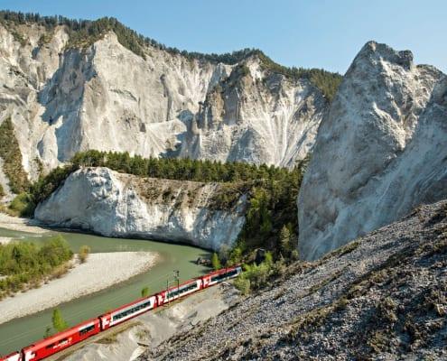 Glacier Express in der Rheinschlucht, Graubünden