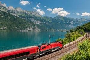 Railjet at Lake Walensee