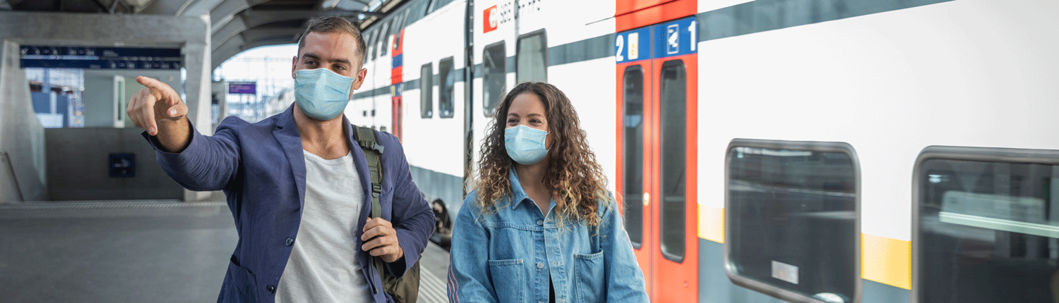 Guests with mask at Zurich Main Station