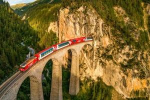 Glacier Express auf dem Landwasserviadukt, Graubünden